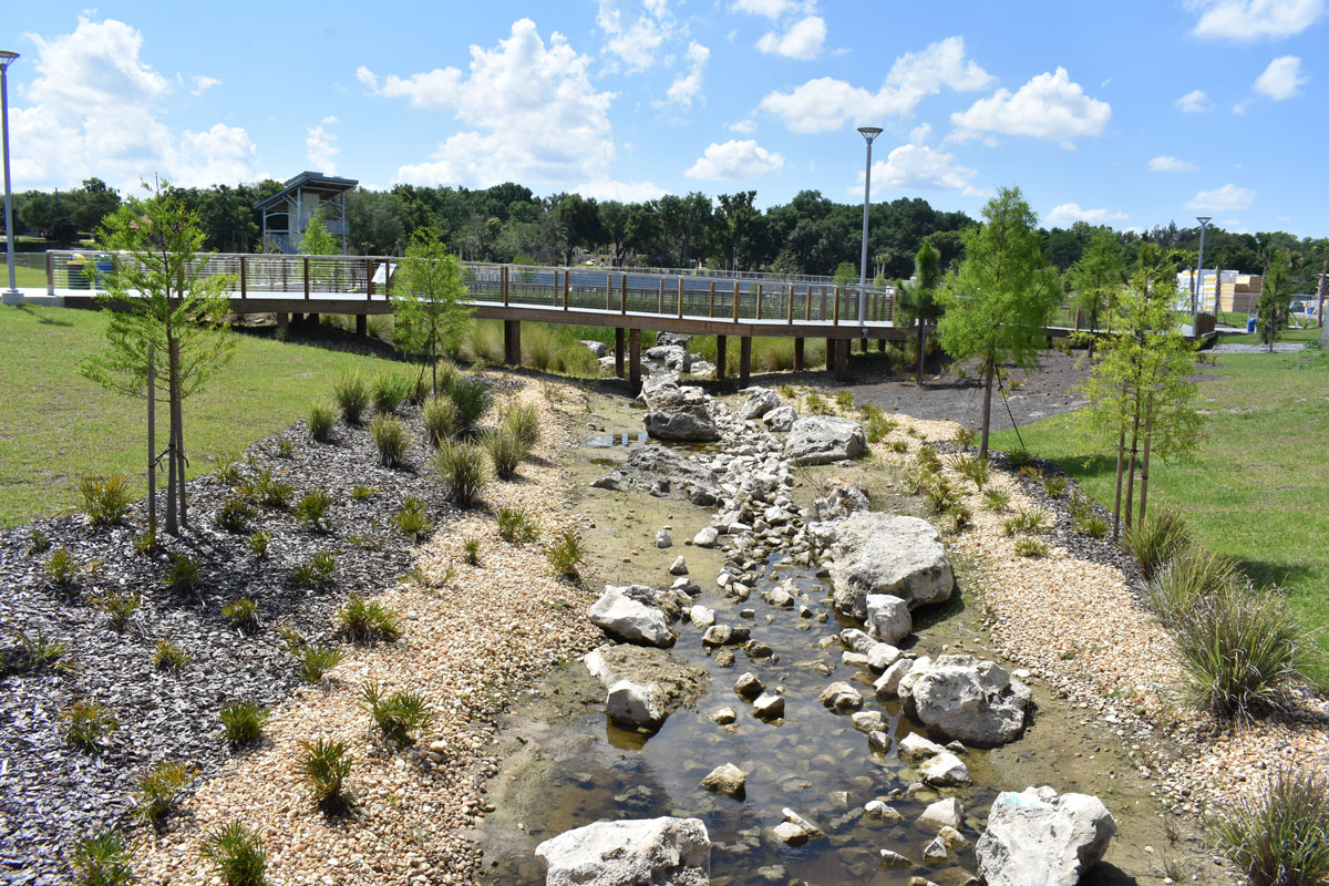 Stormwater drains into adjoining Lake Minneola through the percolation of gravel and rocks.
